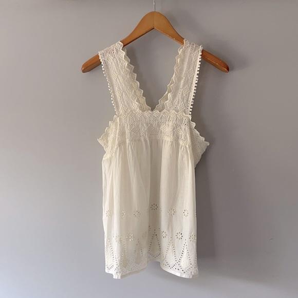 Precious worn once frilly sleeveless AE top sz M